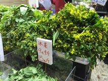 Bloemen in natte markt Royalty-vrije Stock Foto's