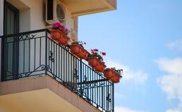 Bloemen op de balkons Royalty-vrije Stock Foto's