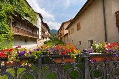 Bloemen op de Brug - Levico Terme Italië Royalty-vrije Stock Fotografie