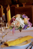 Bloemen op de lijst Stock Foto's