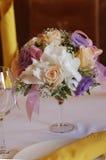 Bloemen op de lijst Stock Fotografie