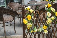 Bloemen op de omheining Stock Foto's