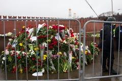 Bloemen op een plaats van moord van oppositionist Boris Nemtsov stock foto