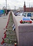 Bloemen op een plaats van moord van oppositionist Boris Nemtsov Royalty-vrije Stock Afbeelding