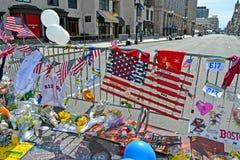 Bloemen op herdenkingsopstelling op Boylston-Straat in Boston, de V.S., Royalty-vrije Stock Foto's
