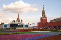Bloemen op het Rode Vierkant Stock Afbeelding