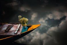 Bloemen op water stock afbeelding