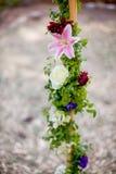 Bloemen rond een pool worden verpakt die royalty-vrije stock foto's