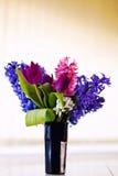 Bloemen in vaas Stock Foto