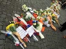 Bloemen voor de slachtoffers Stock Fotografie
