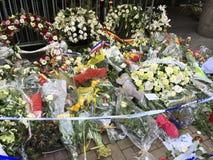 Bloemen voor de slachtoffers van terrorisme Stock Afbeeldingen
