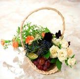 Bloemen, vruchten en giften Stock Foto