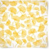 Bloemenachtergrond met gele gingkobladeren Stock Foto