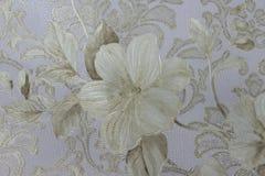 Bloemenbehang als achtergrond op de muur Stock Foto