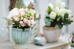 Bloemenboeketten in de bloemwinkel Royalty-vrije Stock Fotografie