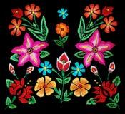 Bloemenborduurwerk op zwarte Royalty-vrije Stock Foto