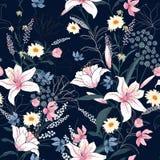 In Bloemenpatroon in het vele soort bloemen Stock Foto's