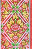 Bloemenpatroon op een muur Stock Foto's