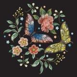 Bloemenpatroon van de borduurwerk het kleurrijke tendens met bloemen en boter Royalty-vrije Stock Afbeeldingen