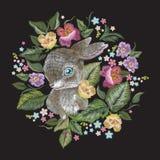 Bloemenpatroon van de borduurwerk het kleurrijke tendens met konijn Royalty-vrije Stock Afbeeldingen