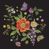 Bloemenpatroon van de borduurwerk het kleurrijke tendens met papaver en butterfl Stock Afbeelding