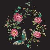 Bloemenpatroon van de borduurwerk het kleurrijke tendens met rozen en butterf Stock Fotografie