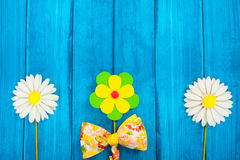 Bloemensamenstelling met vlinderdas Royalty-vrije Stock Foto