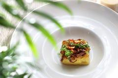Bloemkool in boter met een confit van uien, toevoeging aan de soep wordt gebakken die stock foto