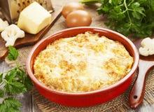 Bloemkool die met kaas en eieren wordt gebakken Royalty-vrije Stock Afbeelding