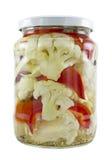 Bloemkool met plakken van capsicum in azijn Royalty-vrije Stock Foto