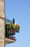Bloemrijk balkon stock foto