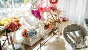 Bloemrijk Huis stock afbeeldingen