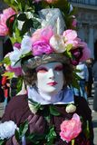 Bloemrijk masker met rozen, Venetië, Italië, Europa royalty-vrije stock afbeelding