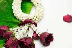 Bloemslinger op Moeder` s Dag en Songkran-dag in Thaise traditie wordt gebruikt die Stock Foto's
