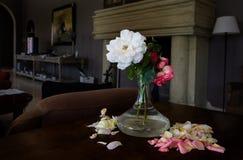 Bloemvaas met rozen Stock Foto
