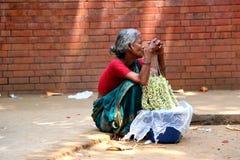 Bloemverkoper bij nieuw jaar 1422 van Bangladesh viering Stock Afbeelding