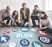 Blog σε απευθείας σύνδεση έννοια ιστοχώρου Blogging ικανοποιημένη Στοκ Φωτογραφία