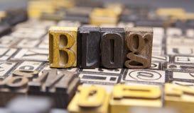 Blog σε ξύλινο που στοιχειοθετείται στοκ φωτογραφία
