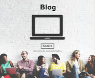Blog-Beitrag schließen Social Media-Website-Konzept an Lizenzfreie Stockfotografie