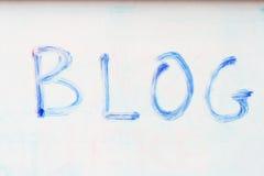 Blog bleu sur le whiteboard photographie stock