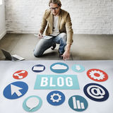 Blog-Blogging zufriedene Website-on-line-Konzept Stockbild