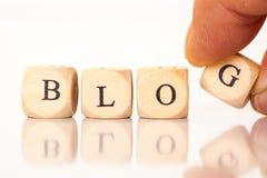 Blog, buchstabiert mit Würfelbuchstaben Lizenzfreies Stockfoto