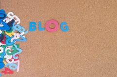 Blog Colourful di parola con il bordo del sughero come fondo Immagini Stock Libere da Diritti