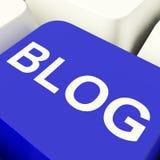 Blog-Computer-Schlüssel im Blau für Blogger-Website Lizenzfreie Stockfotos