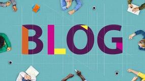 Blog, das zufriedenes homepage-Informations-Konzept anschließt Stockbild