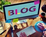 Blog, das zufriedenes homepage-Informations-Konzept anschließt Stockfotografie
