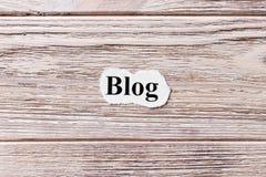 BLOG des Wortes auf Papier Konzept Wörter des BLOGS auf einem hölzernen Hintergrund Lizenzfreie Stockfotografie