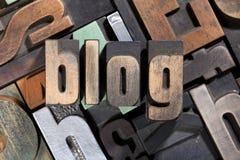 Blog geschrieben mit antiker Briefbeschwererart Lizenzfreie Stockfotografie