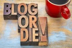 Blog oder sterben Typografie Stockbilder
