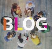 Blog reliant le concept satisfait de l'information de page d'accueil photos stock